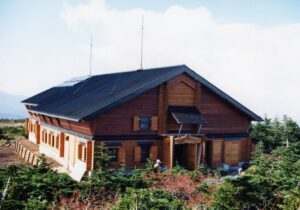 苗場山山頂ヒュッテ・自然体験交流センター
